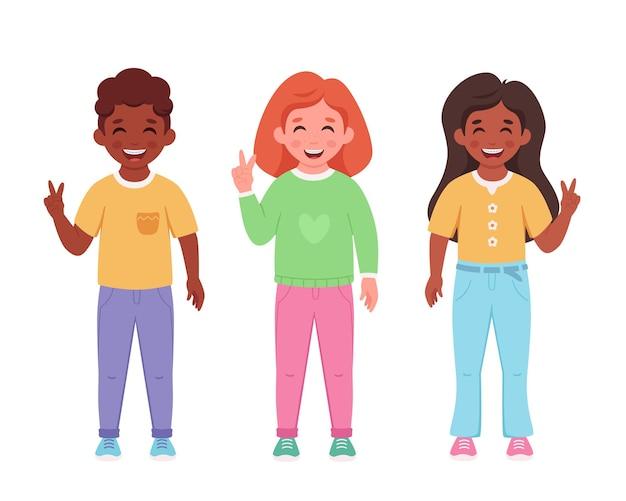 歯列矯正器を備えたさまざまな国籍の子供たち歯科治療笑顔の子供たち