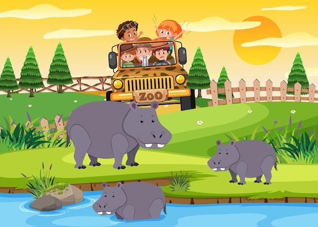 動物園のシーンでヒョウグループを見ている観光車の子供たち