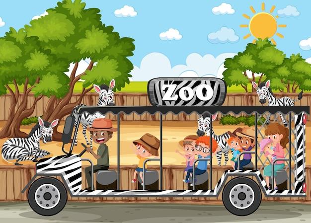動物園のシーンでシマウマのグループを見ている観光車の子供たち