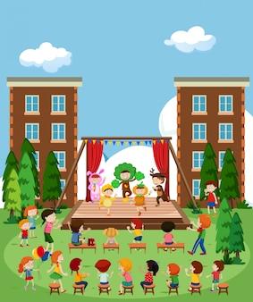 무대에서 공연하는 어린이
