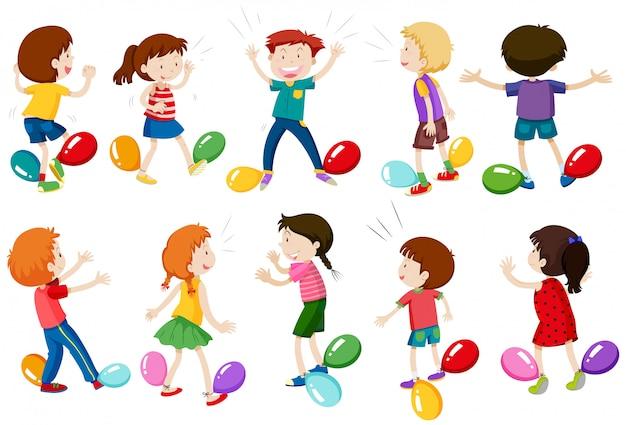 Дети играют в balloon stomp game