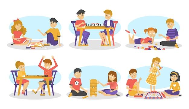 ボードゲームセットを遊んでいる子供たち。チェスとチェッカー、パズルと単語ゲーム。楽しさと教育。漫画のスタイルのイラスト