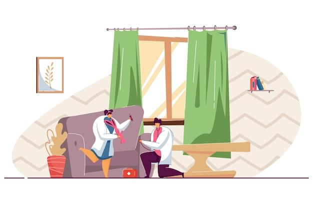 집에서 의사 놀이를 하는 아이들. 평면 벡터 일러스트 레이 션. 의료 유니폼을 입은 아이들, 재미, 청진기, 주사기로 분홍색 장난감을 치료합니다. 어린 시절, 의학, 건강, 디자인을 위한 직업 개념
