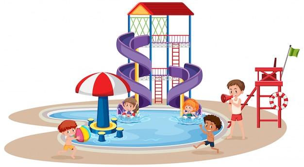 ウォーターパークで遊んでいる子供たち