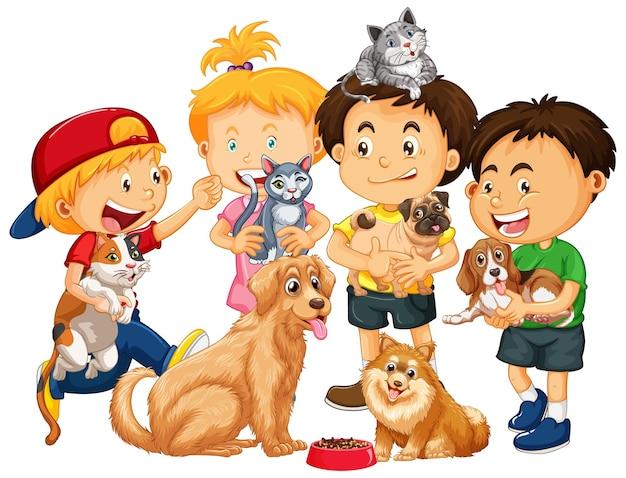 白い背景で隔離の犬や猫と遊ぶ子供たち