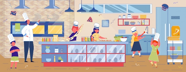 Дети готовят пиццу на кухне ресторана