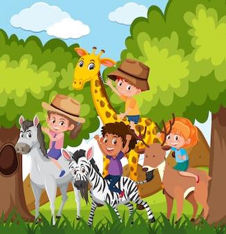 野生の動物に乗って子供たち