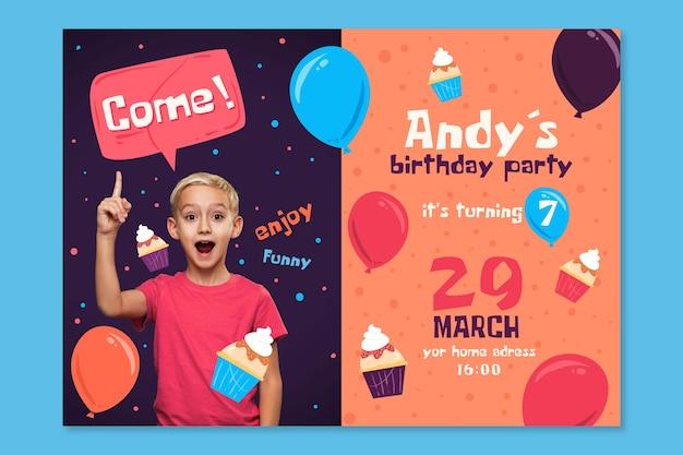 Modello dell'invito del biglietto di auguri per il compleanno del giorno dei bambini