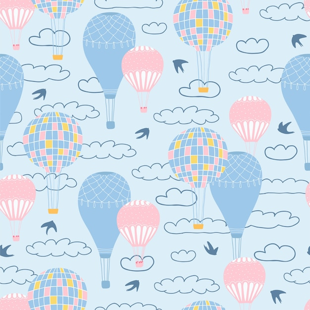 Детский бесшовный образец с воздушными шарами, облаками и птицами на синем фоне