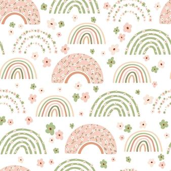 Детский бесшовный образец с весенней радугой и цветком в пастельных тонах.