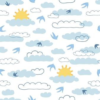 太陽、漫画風の白い背景の上の雲と子供のシームレスなパターン。キッズルームのデザイン、壁紙、テキスタイル、包装紙、アパレルのかわいいテクスチャ。ベクトルイラスト