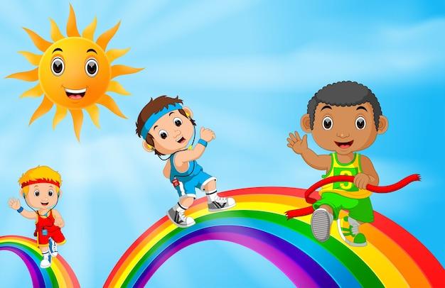 虹の上を走る子供たちのスポーツ