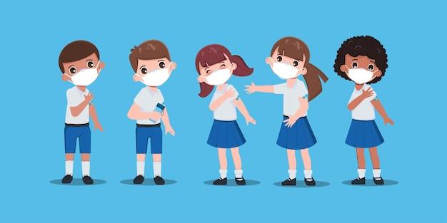 子供学生はウイルスから保護するために医者と一緒にワクチンを接種します