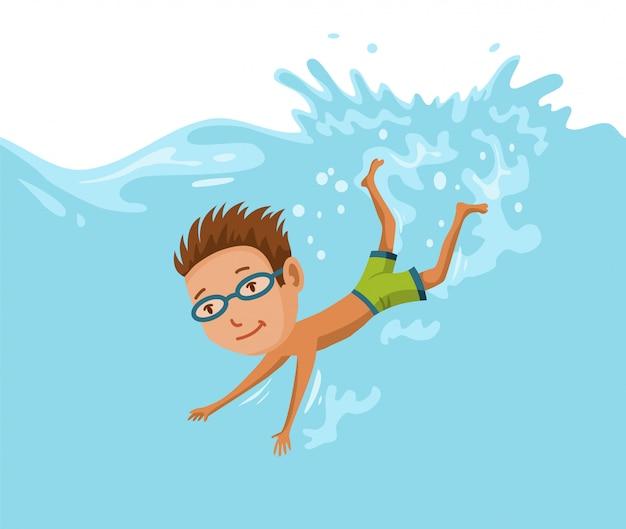 プールで泳いでいる子供たち。プールで泳いでいる陽気でアクティブな小さな男の子。水着姿の少年が子供用プールで泳いでいる
