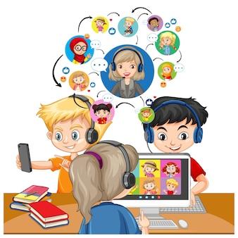 教師や友人とのビデオ会議の通信にラップトップを使用している子供たち