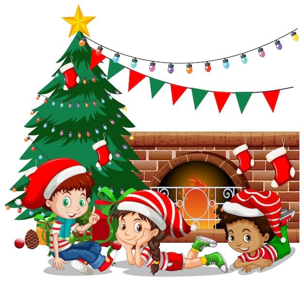 子供たちは白い背景にクリスマスの衣装の漫画のキャラクターを着ます