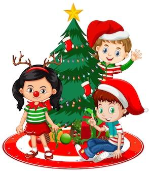 아이들은 흰색 배경에 크리스마스 트리와 크리스마스 의상 만화 캐릭터를 착용