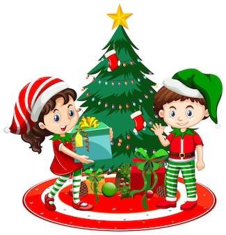 아이들은 흰색 바탕에 크리스마스 트리가 있는 크리스마스 의상 만화 캐릭터를 입습니다.