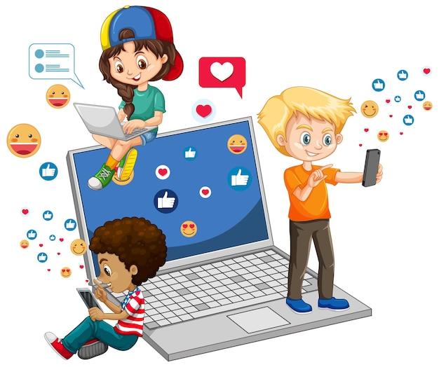 Bambini con elementi di social media su bianco