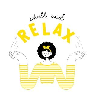 Расслабьтесь и расслабьтесь, красивая девушка в полосатом свитере медитирует и наслаждается моментом