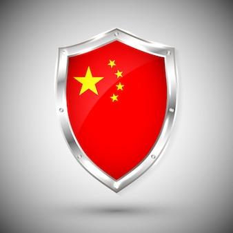반짝이 금속 방패에 중국 국기입니다. 흰색 배경에 대해 방패에 플래그의 컬렉션입니다. 추상 고립 된 개체입니다.