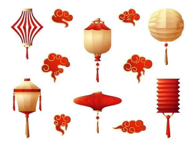 중국 등불. 교수형 랜턴, 레드 골드 야간 조명. 휴일 전통 아시아 기호, 일본 한국 램프 및 흰색에 설정된 구름 멋진 벡터