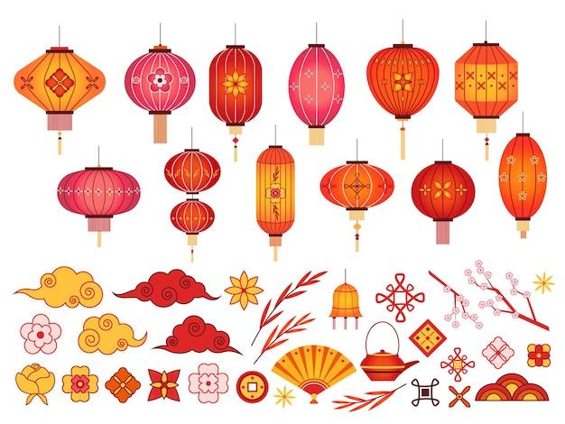 중국 새 해 요소. 아시아 랜턴, 일본 구름과 사쿠라 지점. 한국의 전통 꽃과 패턴. 축제 2020 벡터 집합입니다. 그림 중국어 등불 및 전통 장식
