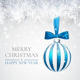 Рождество и новогодний фон с елочным шаром, еловой веткой и снегом на рождество