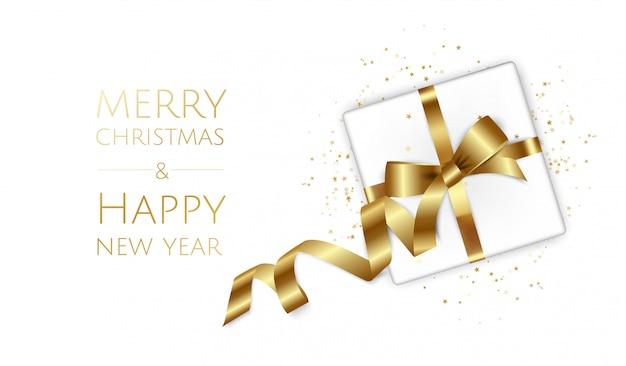 ギフト用の箱、モミの枝、クリスマスボール、星、クリスマスと新年の背景