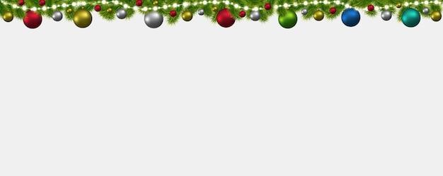 モミの木、花輪、白熱灯とクリスマスと新年のバナー。クリスマスカード、チラシ、またはサイトヘッダー。