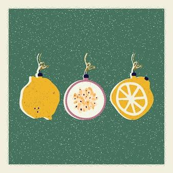 Рождественская и новогодняя открытка с елочными украшениями в виде лимонов и инжира