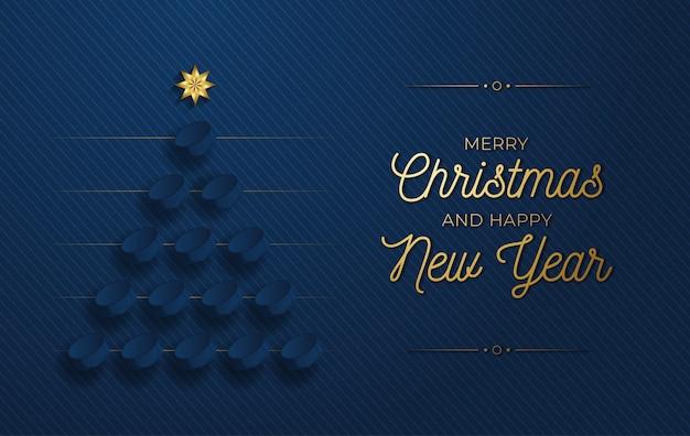 Рождественская и новогодняя открытка. креативная рождественская елка из хоккейной шайбы на синем фоне для празднования рождества и нового года. спортивная открытка