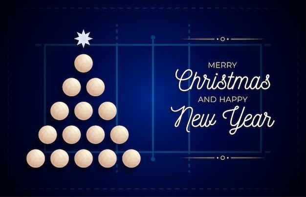 クリスマスと新年のグリーティングカード。クリスマスと新年のお祝いのバレーボールフィールドの背景にバレーボールボールによって作られた創造的なクリスマスツリー。スポーツグリーティングカード