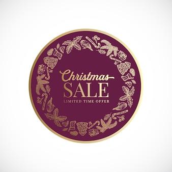 Рождество и новый год рисованной поздравительный венок, баннер или шаблон карты. абстрактная золотая этикетка вектора с ретро типографикой и эскизами праздника сезона. изолированный.