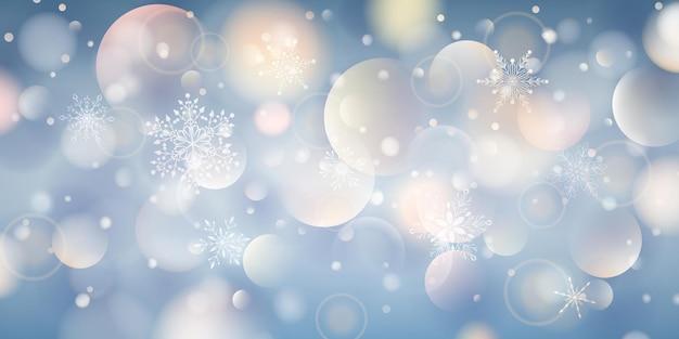 보케 효과가 있는 밝은 파란색 색상의 복잡한 크고 작은 떨어지는 눈송이의 크리스마스 배경