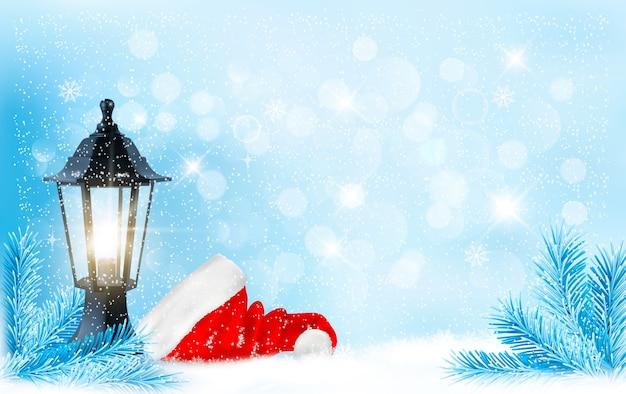 Новогодний фон с фонарем и шляпой санты.