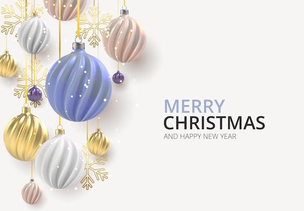 Новогодний фон с елочными шарами из перламутра розового, золотого и синего, спиральные шары на цветном горизонтальном фоне.