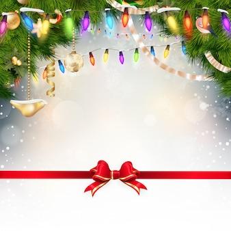 モミの小枝と赤の弓とクリスマスの背景。