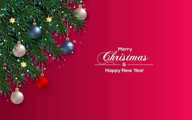 松の枝とクリスマスボールとクリスマスの背景