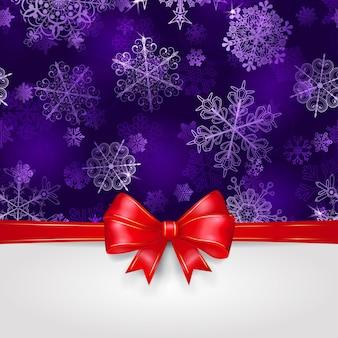 Новогодний фон со снежинками в фиолетовых тонах и большим красным бантом с горизонтальными лентами