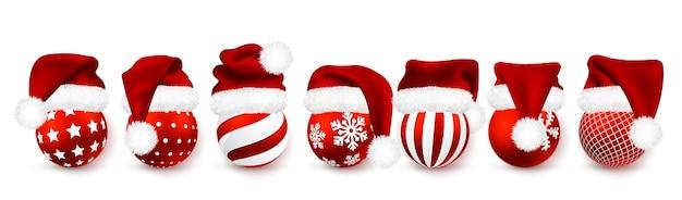 白い背景で隔離の赤いサンタクロースの帽子のクリスマスボール。休日の装飾テンプレート。毛皮付きグラデーションメッシュサンタクロースキャップ。