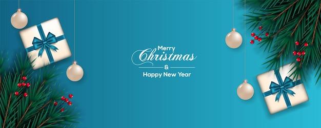 ベリー松の枝とボールギフトボックスの青いリボンでクリスマスバナーの装飾