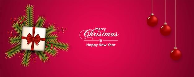 ベリー松の枝と赤いボールギフトボックス赤いリボンでクリスマスバナーの装飾