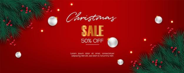 ベリー松の枝の赤い背景と白いボールとクリスマスバナーの装飾
