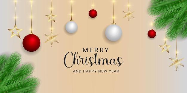 빨간색과 흰색 공 황금 별 눈송이와 크리스마스 배너 녹색 잎