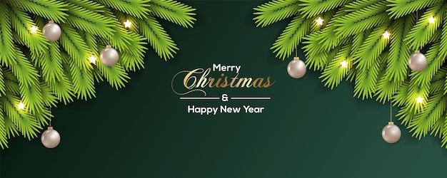 緑の松の枝の銀のボールと緑の背景を持つクリスマスバナー