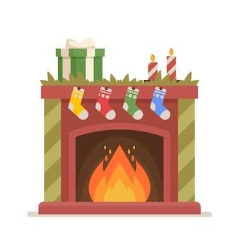 靴下、キャンドル、トウヒの枝、ギフトボックス、火が入ったクリスマス暖炉。クリスマスの装飾、ヴィンテージの家庭用暖房を備えた伝統的なスタイルのお祝いの屋内煙突。漫画のベクトル図
