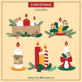 베이지 색 배경에 크리스마스 양 초