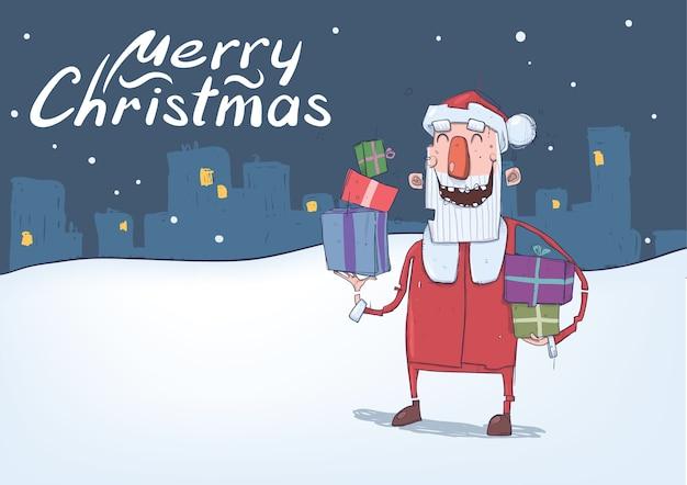 面白いサンタクロースの笑顔のクリスマスカード。サンタは、雪に覆われた夜の街の背景にカラフルなボックスでプレゼントを運びます。