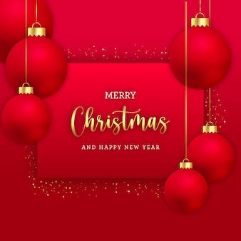 Рождественская открытка с реалистичными шарами и золотым блеском